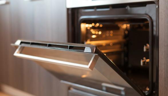 Einbaubackofen in der Küche © brizmaker, stock.adobe.com