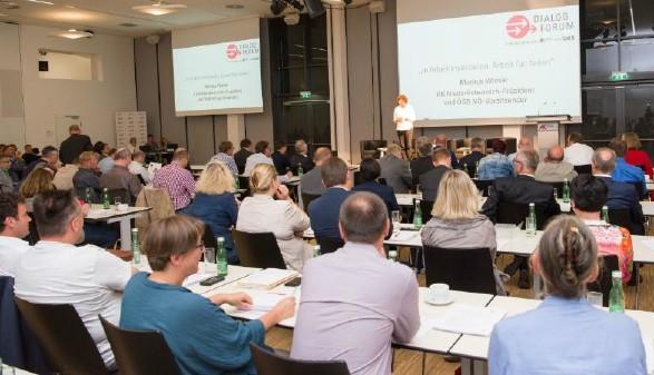 Publikum beim Dialog Forum © E. Schuh, AK