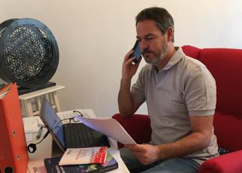 PRO-GE Sekretär Thomas Albrecht aus Baden kümmert sich während der Coronakrise vom Home Office aus um seine Gewerkschaftsmitglieder. ©  , AK Niederösterreich, zVg