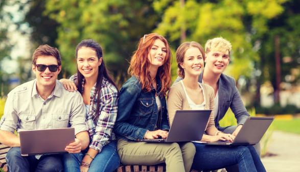 Gruppe von Studenten haben Spaß © Syda Productions, stock.adobe.com