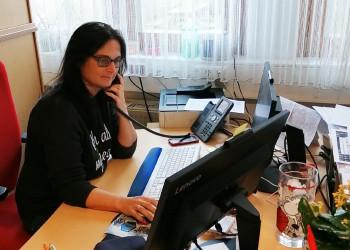 Die St. Pöltner AMS-MitarbeiterInnen wie Sabine Ederer befinden sich durch die Coronakrise im Dauereinsatz, um die enorme Menge an Anfragen und Anträgen bewältigen zu können. ©  , AK Niederösterreich, zVg