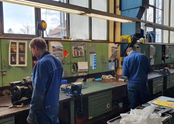 Dank DOKA Group-Mitarbeitern wie Manfred Aichinger und Lukas Lebhard (v.l.) kann die Bauwirtschaft sobald es wieder geht durchstarten. ©  , AK Niederösterreich, zVg