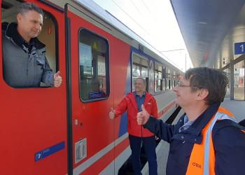 Dank dem Einsatz von Andreas Maierhofer, Josef Palmetshofer und Betriebsratsvorsitzendem Andreas Gnant (v. l.) von den ÖBB St. Pölten können notwendige Zugverbindungen aufrechterhalten werden. ©  , AK Niederösterreich, zVg