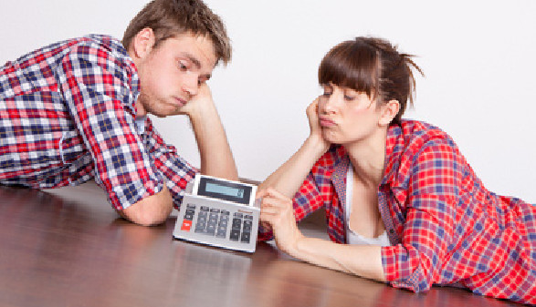 Junges Paar sorgt sich um die Wohnpreise © Fotowerk, Fotolia.com