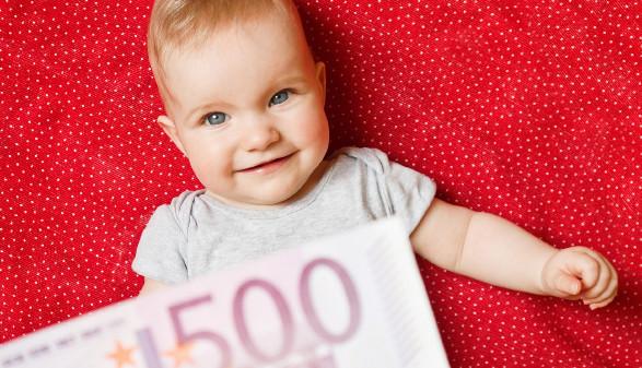 Baby mit Geldschein © patanders, stock.adobe.com