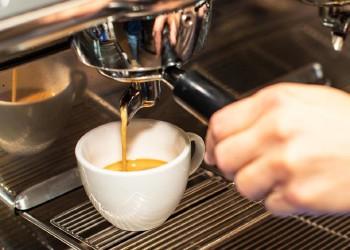 Kaffee wird in Tasse gegossen © Mario Scheichel, AK Niederösterreich