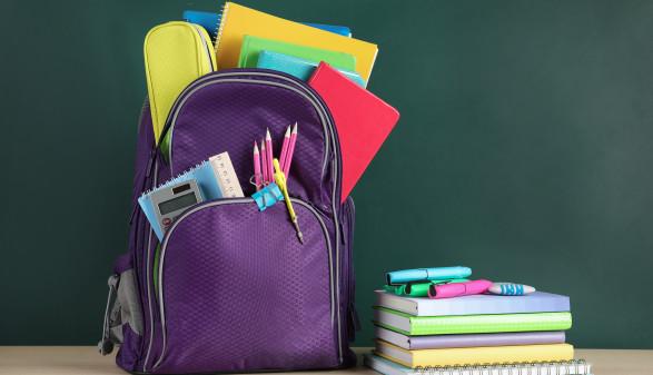 Schulartikel auf einem Tisch  ©  New Africa, stock.adobe.com