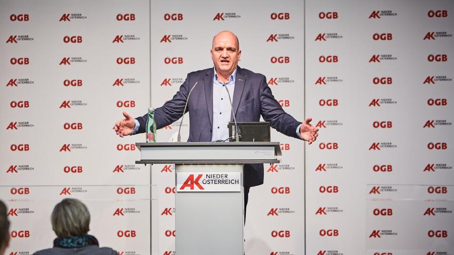 """AK Niederösterreich-Präsident und ÖGB NÖ-Vorsitzender Markus Wieser eröffnet das Dialogforum von AK Niederösterreich und ÖGB NÖ """"Veränderung der Arbeitswelt"""". © Franz Gleiß, AK Niederösterreich"""
