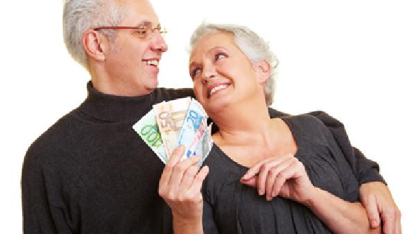 Ältere Menschen mit Geld © Robert Kneschke, Fotolia