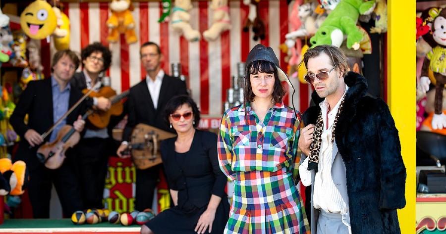 Gruppenfoto der SchauspielerInnen  © Franziska Liehl, Landestheater Niederösterreich