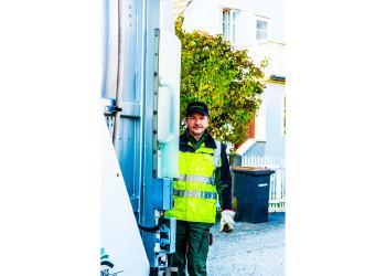Gerade jetzt sind SystemerhalterInnen wie Franz Janker von der Müllabfuhr Melk von großer Bedeutung. Für ihren Einsatz sagen wir danke! ©  , AK Niederösterreich, zVg