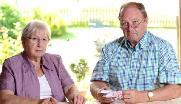 Älteres Paar zählt Geld © Firma V, Fotolia.com