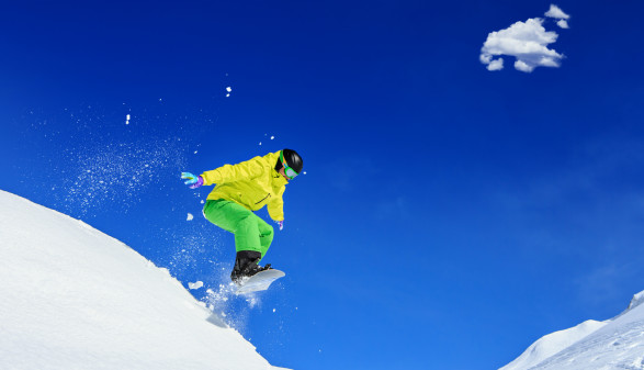 Snowboarder beim Sprung © Val Thoermer, stock.adobe.com