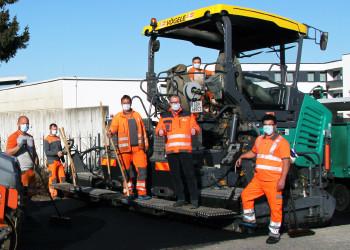 Mit Schutzmasken ausgestattet geht die Baustellenarbeit für die MitarbeiterInnen von der LEYRER + GRAF Baugesellschaft m.b.H. weiter. ©  , AK Niederösterreich, zVg