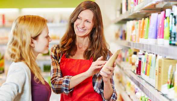 Verkäuferin im Drogeriemarkt © Robert Kneschke, stock.adobe.com