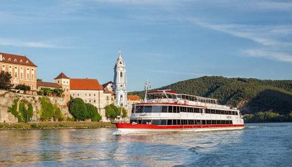 Blick auf MS Dürnstein und Stift Dürnstein © Woeckinger, DDSG Blue Danube