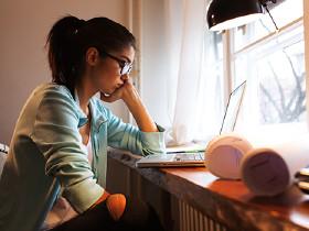 Crowdwork, Heimarbeit, Studentin, freie Dienstnehmer, Weiterbildung, Lernen, Computer, Laptop © Fotolia.com/SolisImages, AK Stmk