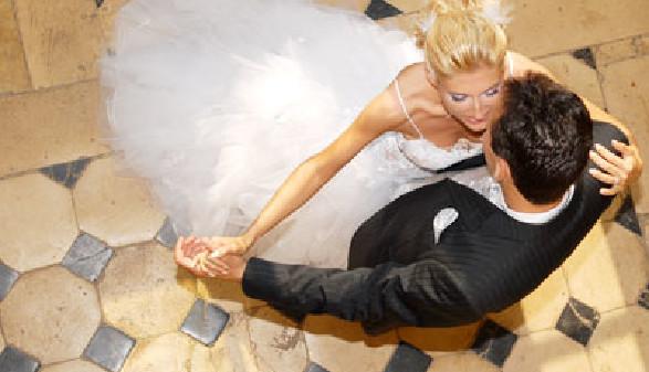 Das Brautpaar beim Hochzeitstanz - Muss der Arbeitgeber dafür frei geben? © Samoth, Fotolia.com