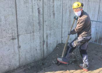 Auch bei Grabarbeiten sind die BauarbeiterInnen der Firma Reissmüller in Waidhofen an der Thaya mit Schutzausrüstung ausgestattet. ©  , AK Niederösterreich, zVg