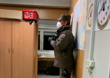 Auch bei den Gesundheitsuntersuchungen in der Kaserne Götzendorf wird auf den nötigen Sicherheitsabstand geachtet. ©  , AK Niederösterreich, zVg