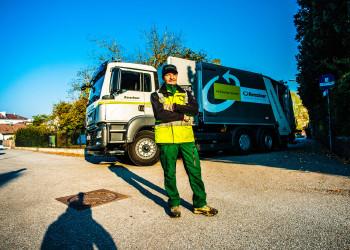 Franz Janker und seine KollegInnen von der Melker Müllabfuhr achten aktuell darauf, dass sie untereinander möglichst wenig Kontakt haben und fahren gestaffelt. ©  , AK Niederösterreich, zVg