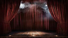 Leere Bühne im Scheinwerferlicht © vitaliy_melnik, stock.adobe.com