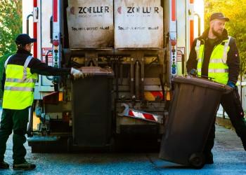 Eine Mülltonne wiegt bis zu 250 Kilogramm.  © M. Scheichl, AK Niederösterreich