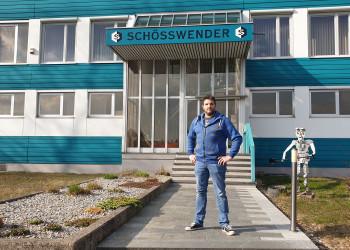 Roman ist Betriebsrat der Firma Schösswender in Litschau. Er hat sich für seine KollegInnen für ein Kurzarbeitsmodell eingesetzt, damit diese trotz geringerer Auftragslage weiterhin einen Arbeitsplatz haben. ©  , AK Niederösterreich, zVg