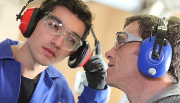 Arbeiter mit Gehörschutz © auremar, Fotolia.com
