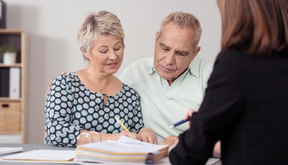 Älteres Paar im Beratungsgespräch © contrastwerkstatt , stock.adobe.com