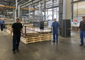 Die MitarbeiterInnen der Firma Sabic in Wiener Neustadt sorgen durch die Produktion von Hohlkammerplatten für die nötige räumliche Trennung in Coronazeiten. ©  , AK Niederösterreich, zVg