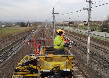 Markus Haslhofer und Christoph Peham von der ÖBB-Infrastruktur AG in Amstetten sorgen u.a. durch Oberleitungsarbeiten dafür, dass Züge weiterhin sicher fahren können. ©  , AK Niederösterreich, zVg