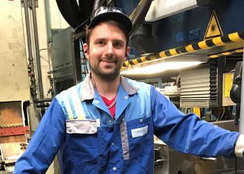 Rene Eder und seine KollegInnen vom Metallverarbeitungsunternehmen voestalpine in Krems an der Donau halten auch während der Coronapandemie die Stellung. ©  , AK Niederösterreich, zVg