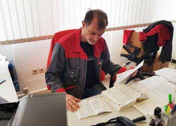 Michael Hawelka, Vorsitzender des Arbeiterbetriebsrats der Firma Wieland Austria, ist es gelungen, dass vorerkrankte KollegInnen sofort freigestellt wurden und MitarbeiterInnen ohne Kinderbetreuungsmöglichkeit Home Office bekommen haben. ©  , AK Niederösterreich, zVg