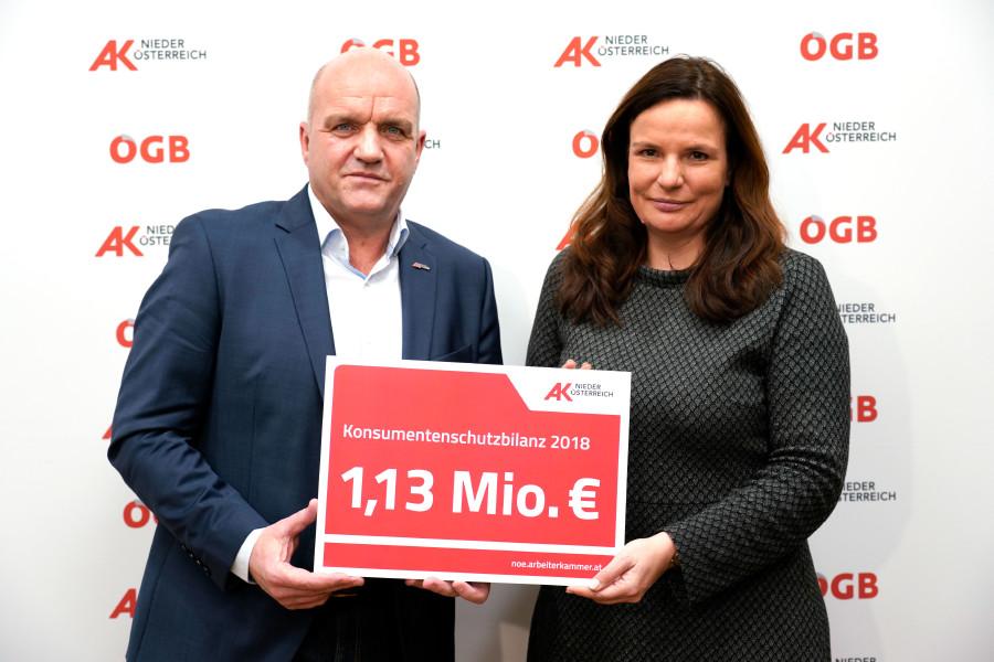 AK Präsident Markus Wieser und AK Direktorin Bettina Heise präsentieren Kosumentenberatungsbilanz 2018. © W. Prinz, AK Niederösterreich