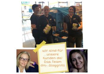 Das Team von dm in Gloggnitz, bestehend aus Dashmire Veliu, Petra Weinzettel, Barbara Zikuda (oben), Gabriele Stangl und Mukadije Veliu (unten), versorgt die Menschen in der Coronazeit mit den notwendigen Hygieneartikeln. ©  , AK Niederösterreich, zVg