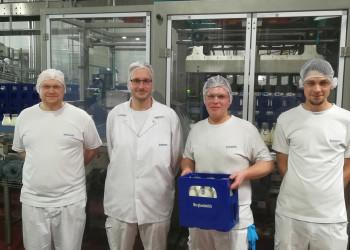 Martin Bergmann, Manuel Gründlinger, Daniel Zellhofer und Andreas Oberhuber (v. l.) von der Firma Berglandmilch sorgen dafür, dass wir Produkte wie Milch, Käse und Joghurt auch während der Coronakrise in den Supermarktregalen finden. ©  , AK Niederösterreich, zVg