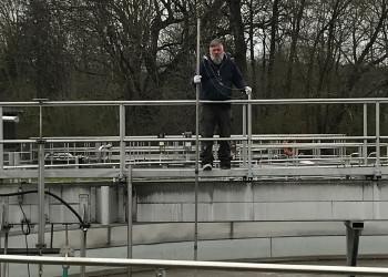 Oliver Widhalm von der Kläranlage St.Valentin erhält durch seine Arbeit das System während der Coronakrise. ©  , AK Niederösterreich, zVg