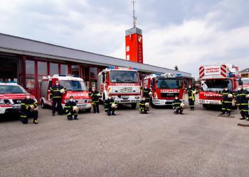 Als Sicherheitsmaßnahme gegen die Ausbreitung von COVID-19 wurde die Mannschaft der Freiwilligen Feuerwehr St. Pölten-Stadt nicht nur in drei Teams geteilt, sondern desinfiziert nun auch kritische Stellen wie Türschnallen mehrmals täglich. ©  , AK Niederösterreich, zVg