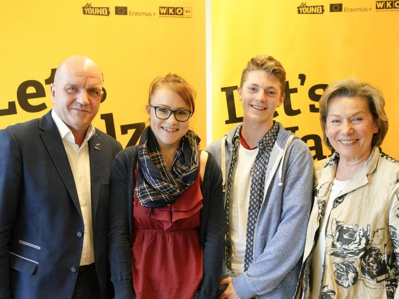Markus Wieser und Sonja Zwazl mit Let's Walz-TeilnehmerInnen © Josef Bollwein, .