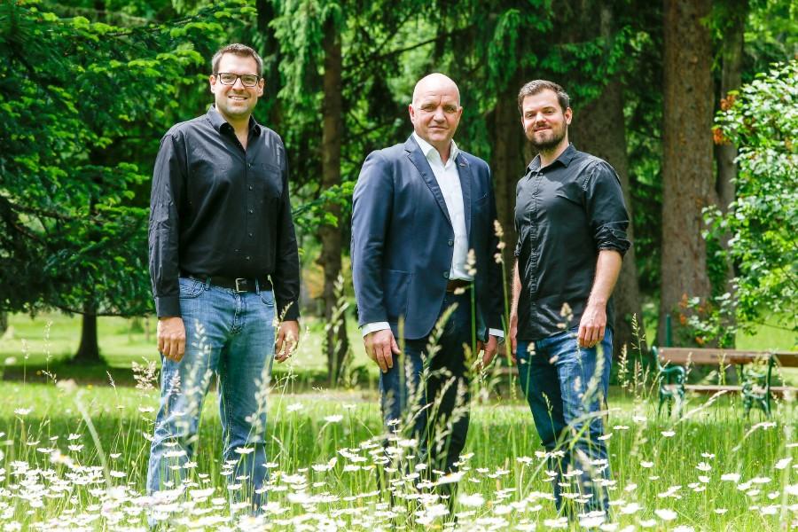 """V.li.n.re.: Florian Roehlich alias """"Flo"""", AKNÖ Präsident Markus Wieser und David Krammer alias """"Wisch"""". © Harald Mannsberger,"""