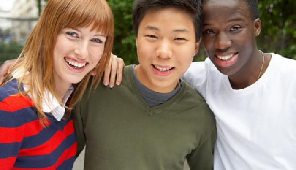 Jugendliche unterschiedlicher Nationen © Franz Pfluegl, Fotolia