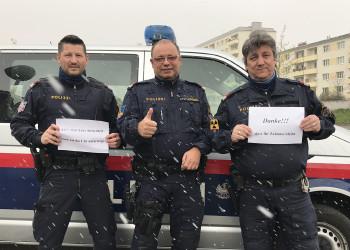 Auch wenn es schneit sind die Gruppeninspektoren Stefan Berger, Peter Haiminger und Walter Schaffhauser der Polizei Krems für die Sicherheit der NiederösterreicherInnen rund um die Uhr unterwegs. ©  , AK Niederösterreich, zVg